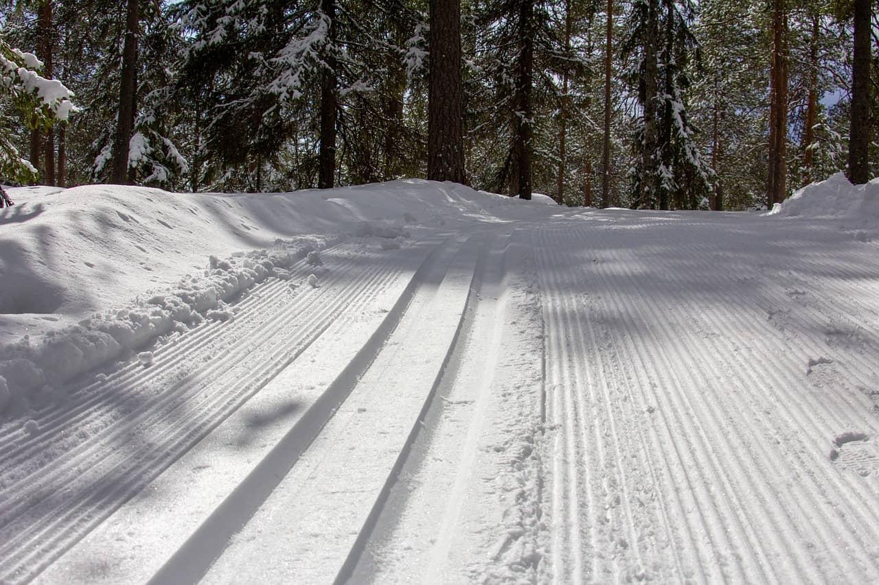 ski tracks 4773570 1280