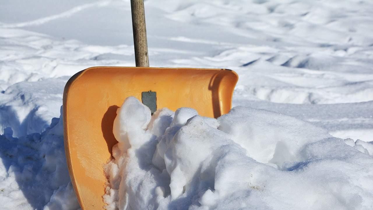 snow shovel 2001776 1280